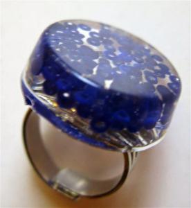 Bague résine et perles de rocaille